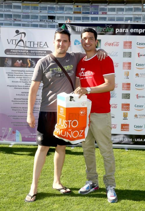Juan Fernando Valderrama fisioterapeuta clínica Vitalthea en la entrega premios fútbol 7 Proam